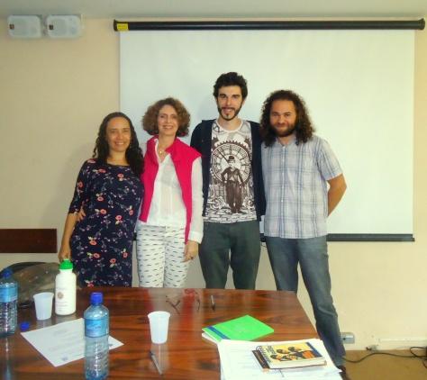 Souvenir da banca na companhia de Adriana Delbó, Maria Cristina Franco Ferraz e Adriano Correia.