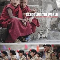 """""""Escolarizando o mundo – o último fardo do homem branco"""" (Schooling the World) - Assista ao documentário completo"""