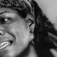 AINDA ASSIM ME LEVANTO - Um poema de Maya Angelou (1928-2014)