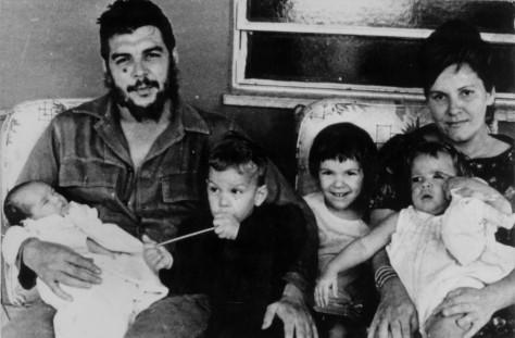 Che, un hombre nuevo (Ernesto Guevara con Aleida March y sus hijos)