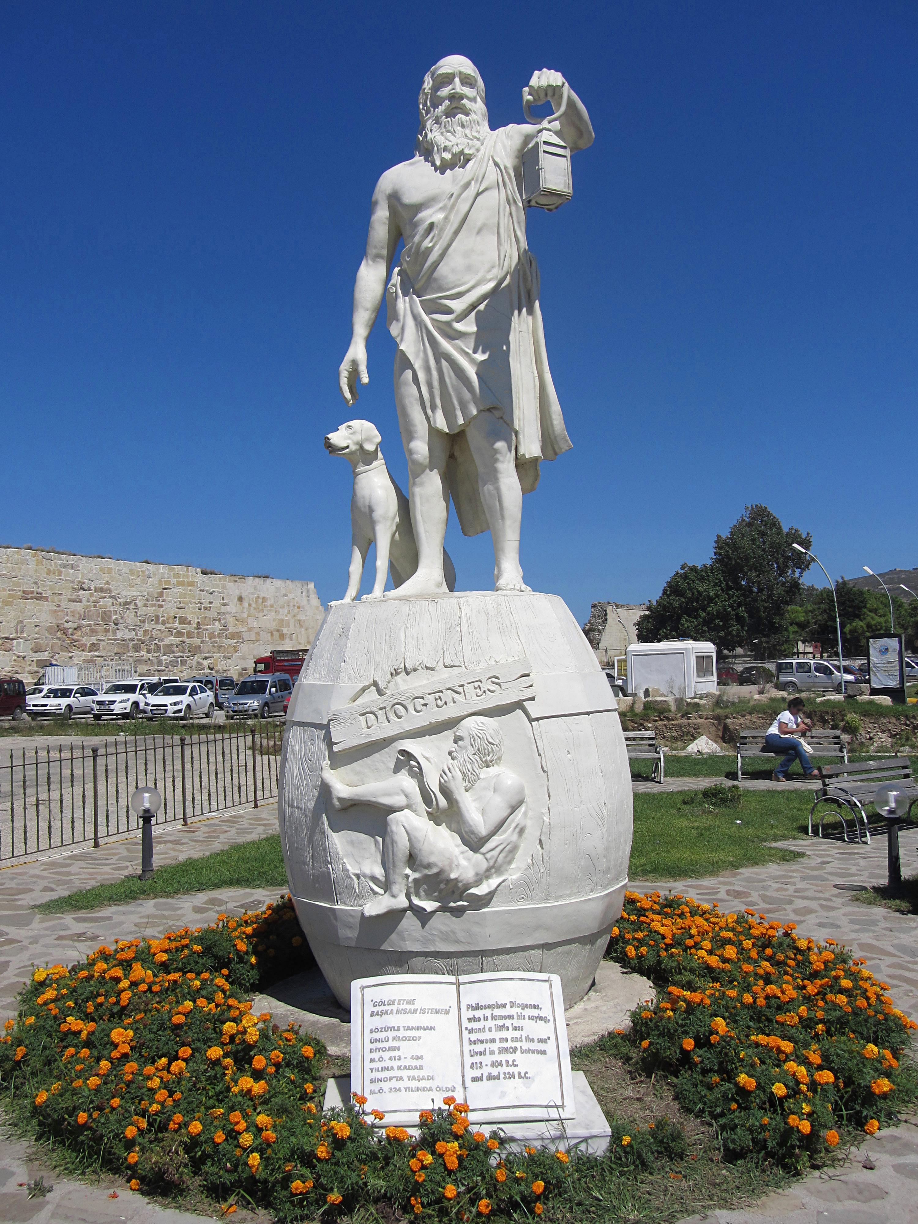 Diogenes_statue_in_Sinop-full