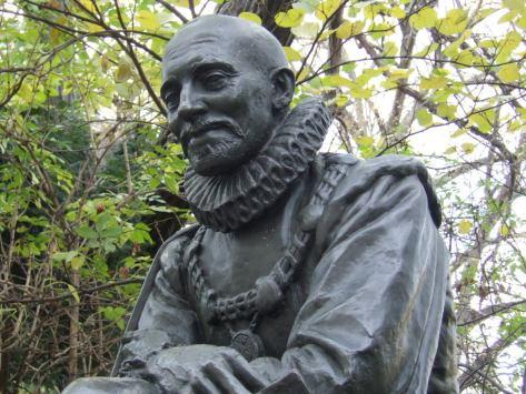 Statue de Michel de Montaigne, rue des Ecoles (face à la Sorbonne), Paris