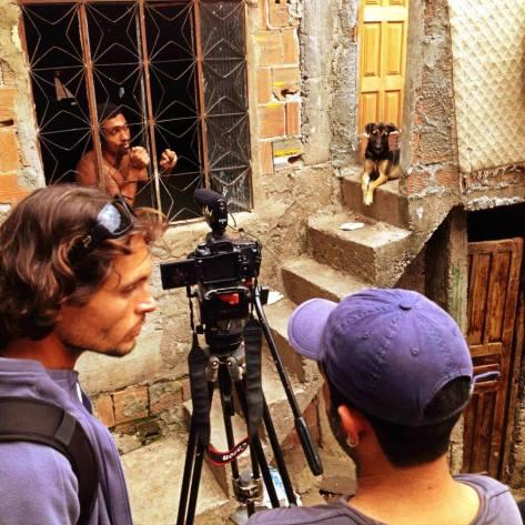 Diretor Rodrigo Mac Niven e Diretor de Fotografia Neto de Oliveira com o ator Brunno Rodrigues.