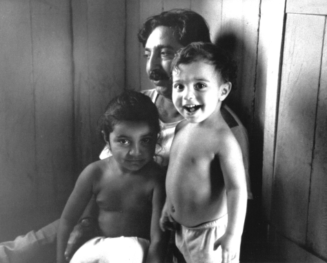 Chico_Mendes_and_children_1988