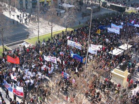 Marcha de Estudantes no Chile em 14 de Julho de 2011. Saiba mais em Wikipédia.