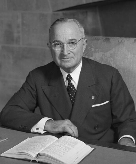 O homem responsável por ordenar o bombardeio nuclear do Japão, em Agosto de 1945: Harry S. Truman (1884 - 1972).