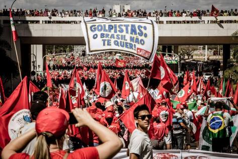 Brasília: mais de 80.000 manifestantes anti-golpe nas ruas em 17 de Abril de 2016, quando a Câmara dos Deputados aprovou o processo de impeachment