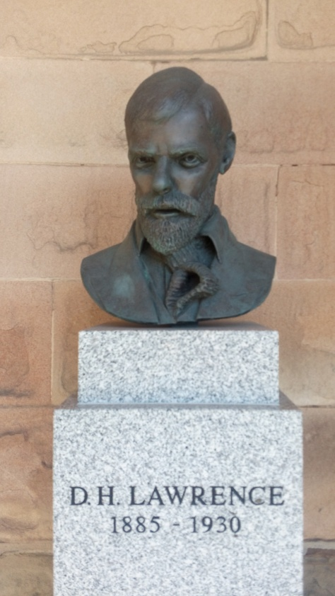 Statue_of_D.H._Lawrence,_Nottingham_castle,_uk_