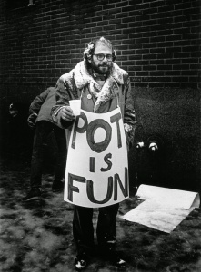 "Apologia da cannabis: Ginsberg e sua placa-poema ""POT IS FUN"" (""MACONHA É MASSA"")"