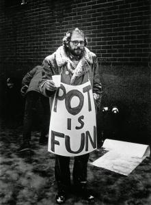 "Apologia da cannabis: Ginsberg e sua placa-poema ""POT IS FUN"" (""MACONHA É MASSA"")"