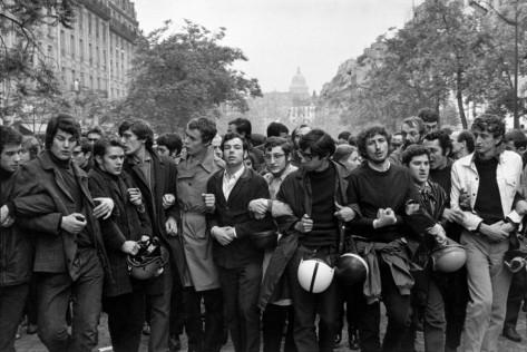 manifestacic3b3n-estudiantil-parc3ads-junio-de-1968-henri-cartier-bresson