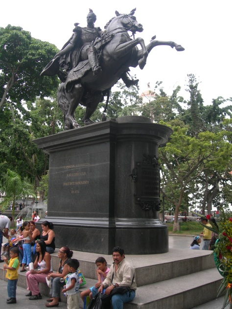 estatua_el_libertador_en_plaza_bolivar_caracas_2007