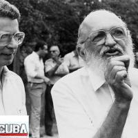 OS ÚLTIMOS DIAS E PALAVRAS DE PAULO FREIRE (1921 - 1997): em Abril de 1997, um pataxó incinerado e uma Marcha do MST em Brasília são testemunhados pelo criador da Pedagogia do Oprimido