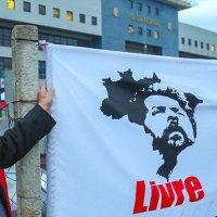 """Noam Chomsky e mais 300 intelectuais defendemLulaLivre!Em visita ao preso político, Chomsky declarou: """"Lula é uma das figuras mais extraordinárias do século 21 e a pessoa que, por direito, deveria ser o próximo presidente do Brasil."""""""