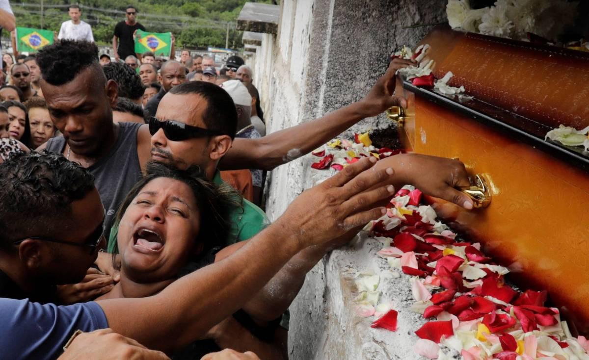 SILÊNCIOS QUE BERRAM: Os assassinados Marielle, Moa e Evaldo ainda gritam - e suas ausências denunciam a vigência cruel da Necropolítica.