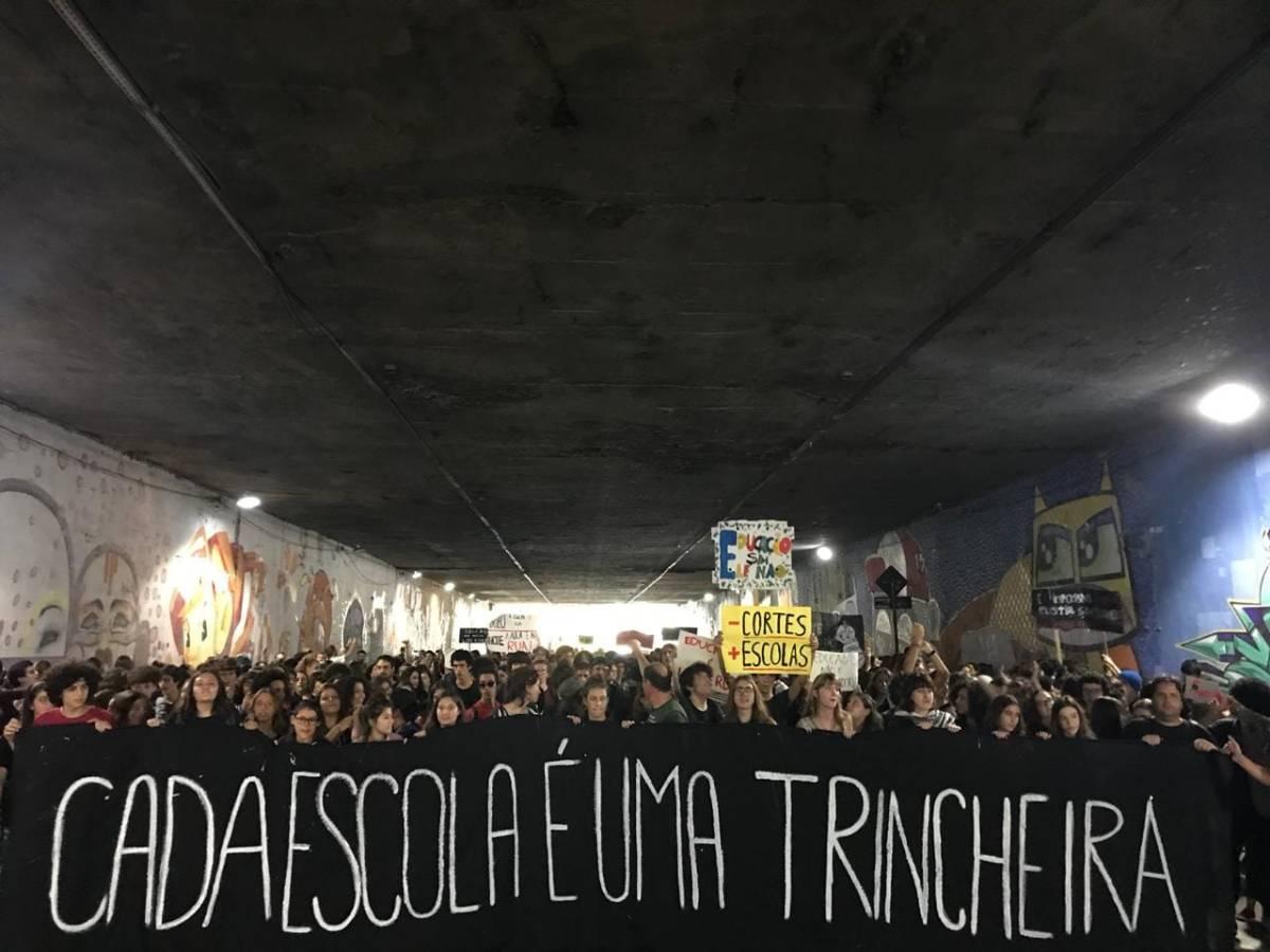 Contra a Regressão à Barbárie proposta pelo Bozonistão, levantem-se junto com o Tsunami da Educação! #15M