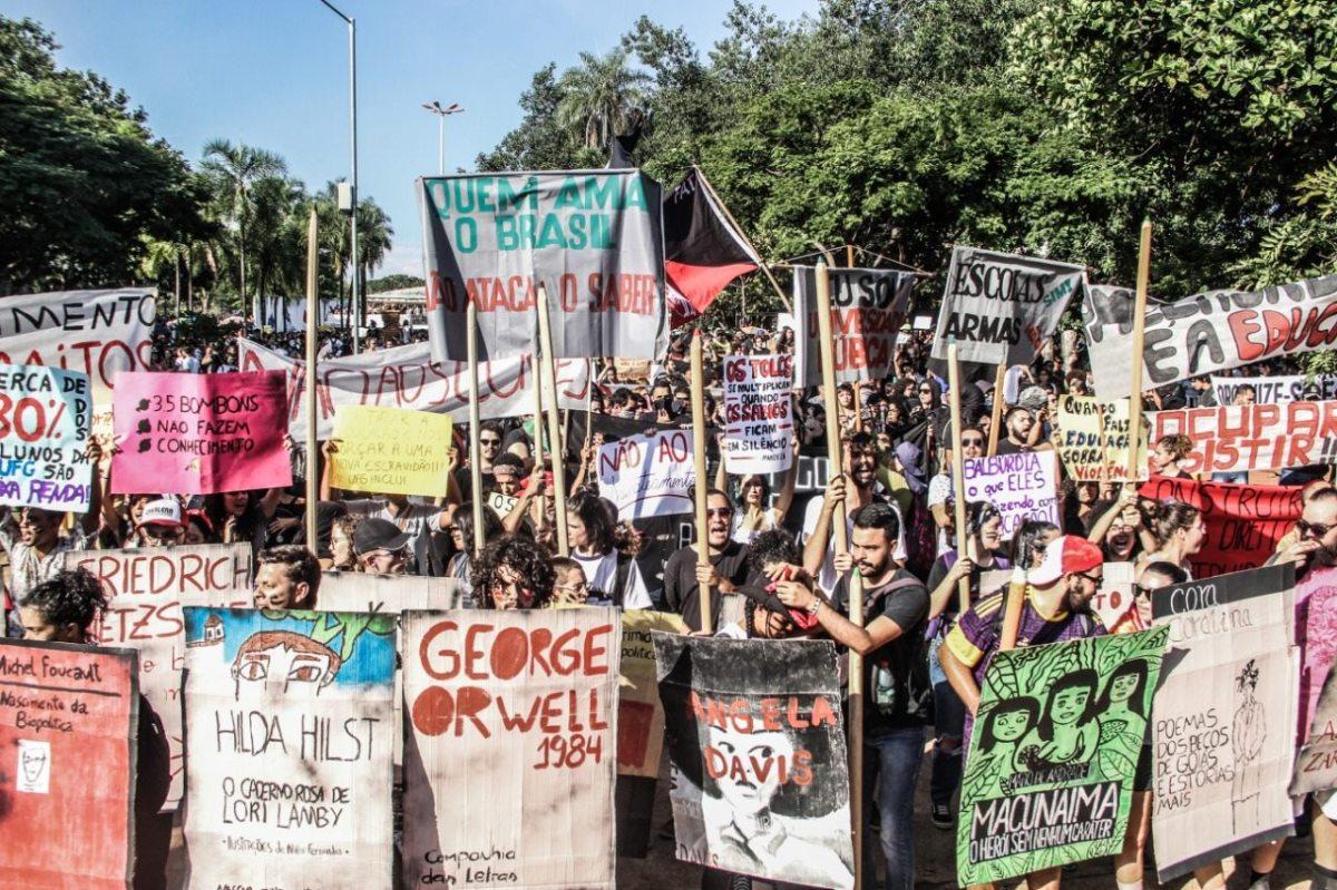TSUNAMI DA BALBÚRDIA: Documentário sobre a mobilização em defesa da Educação pública em Maio de 2019 (Goiânia, 23 min)